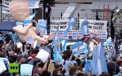 Tisuće ljudi u Argentini hodalo protiv novog Zakona o pobačaju